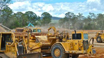 Musí obsluha stavebního stroje splňovat nějaké požadavky?