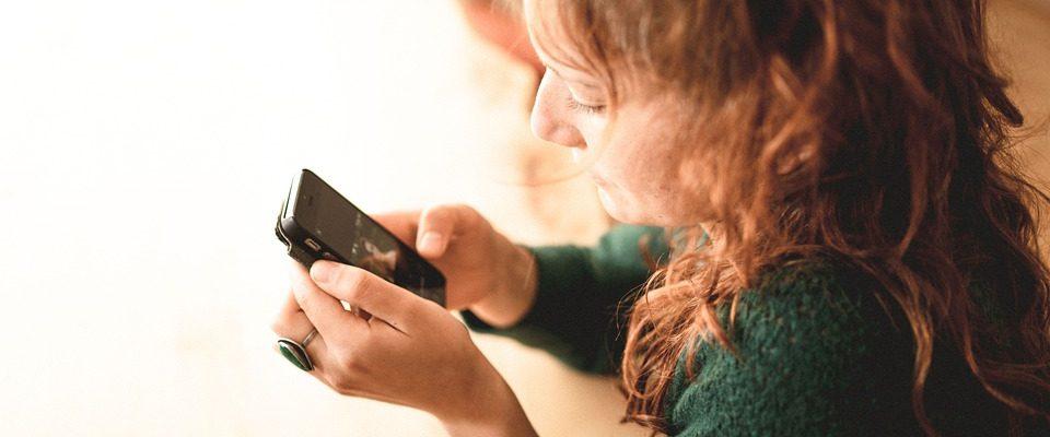 Internetové bankovnictví v mobilu už devět let. Banky se stále snaží aplikace zdokonalovat