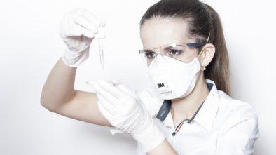 Respirátor chrání dýchadla zaměstnance takřka stoprocentně