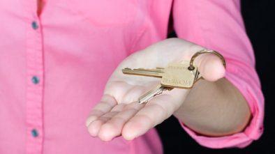 Úroková sazba hypoték opět klesá